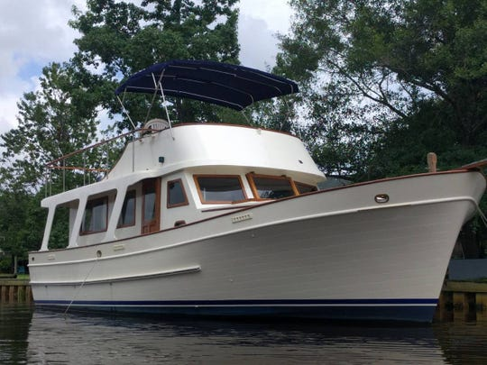 Ever dream of staying aboard a private 40' Yacht/ This one is located on a beautiful river near the Gulf of Mexico in Biloxi.
