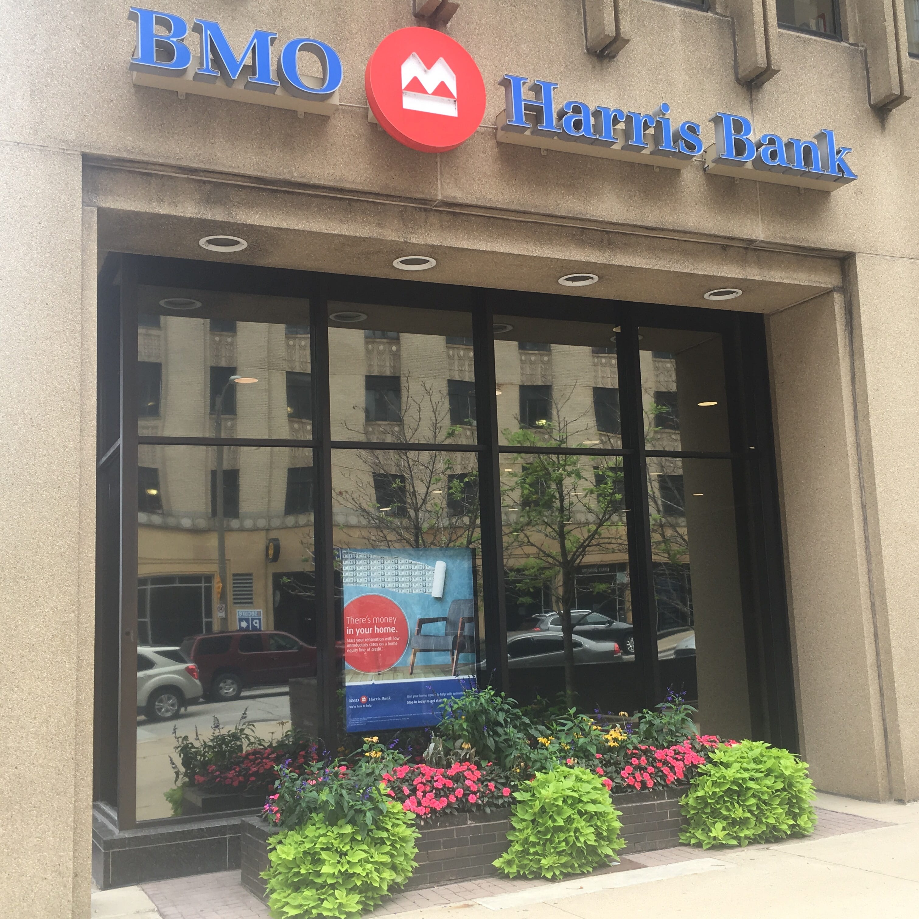 As banking industry changes, BMO Harris is cutting face-to-face mortgage lenders