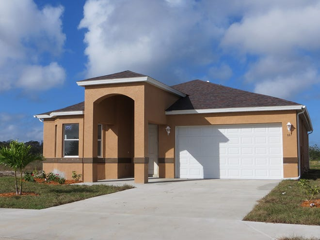 One of the home designs available at Arrowhead Reserve is the Paraiso with three bedrooms plus a den and two full baths in 1,600 air-conditioned square feet.