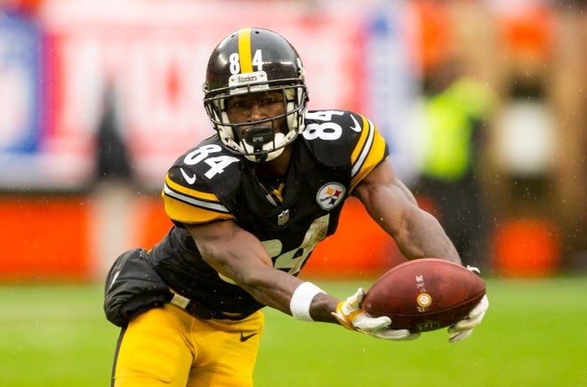 Antonio Brown makes a catch during the fourth quarter of the Pittsburgh Steelers' 21-21 tie with the Cleveland Browns on Sept. 9.