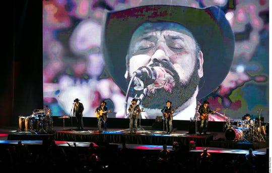 El grupo Intocable lanzará en diciembre su nueva producción 'Percepción', del que suena el tema 'Me Dueles'.