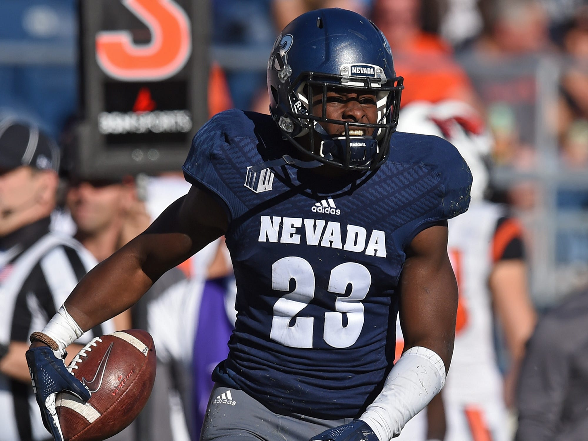 Nevada RB Kelton Moore moves the ball against Oregon State at Mackay Stadium on Sept. 15, 2018.