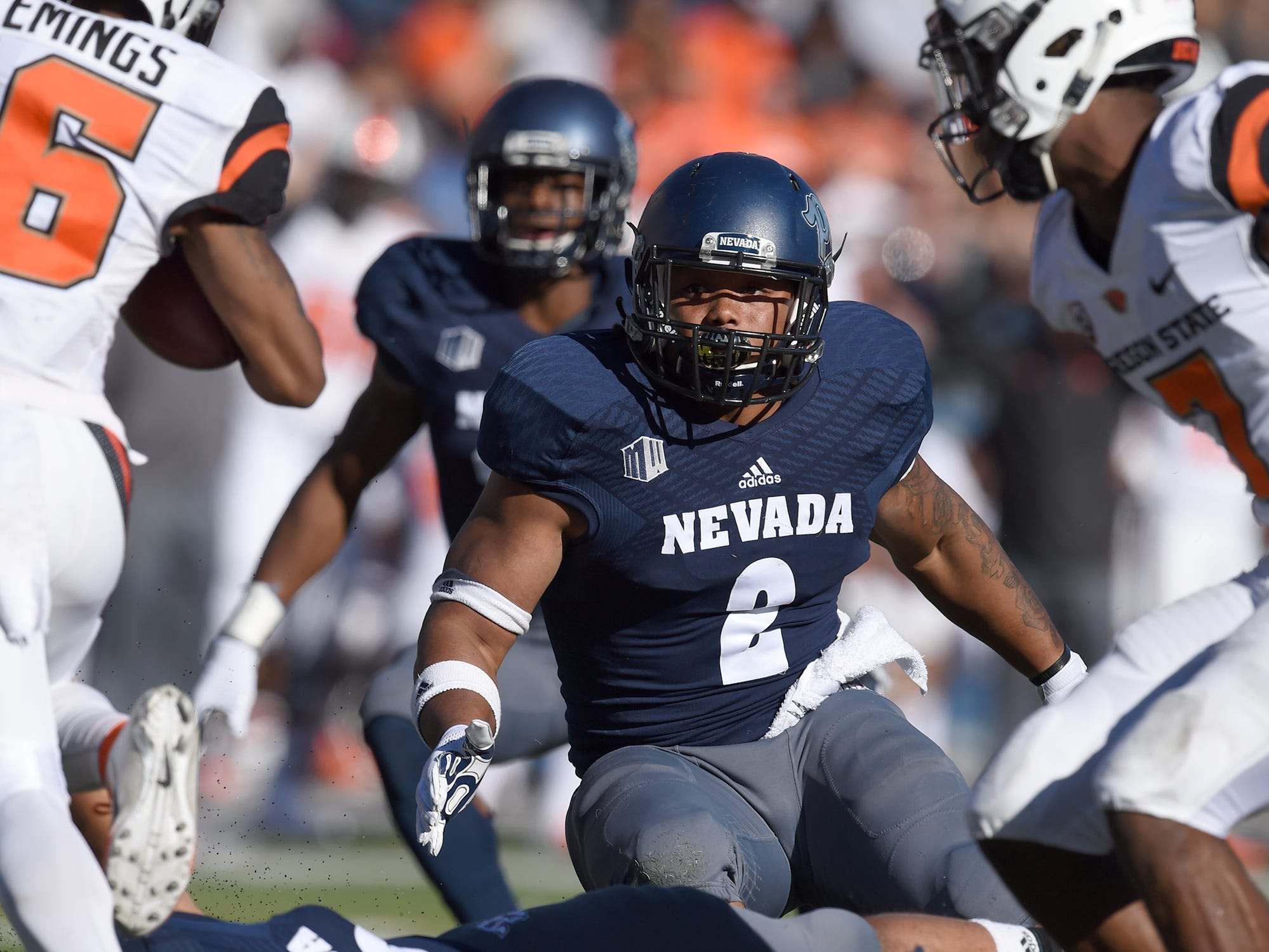 DB Asauni Rufus looks to make a tackle on Oregon State's Champ Flemings at Mackay Stadium on Sept. 15, 2018.