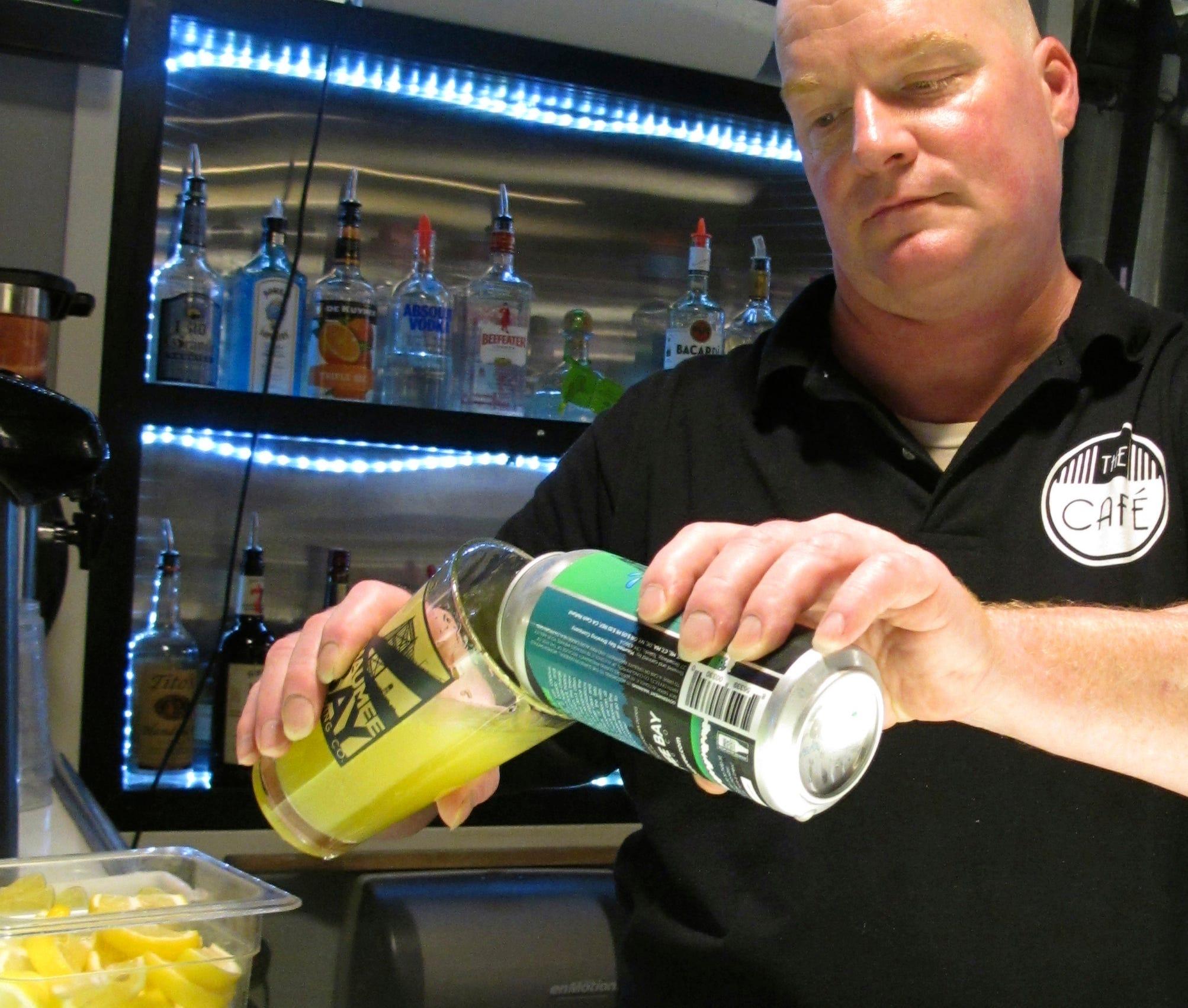 algae green beer