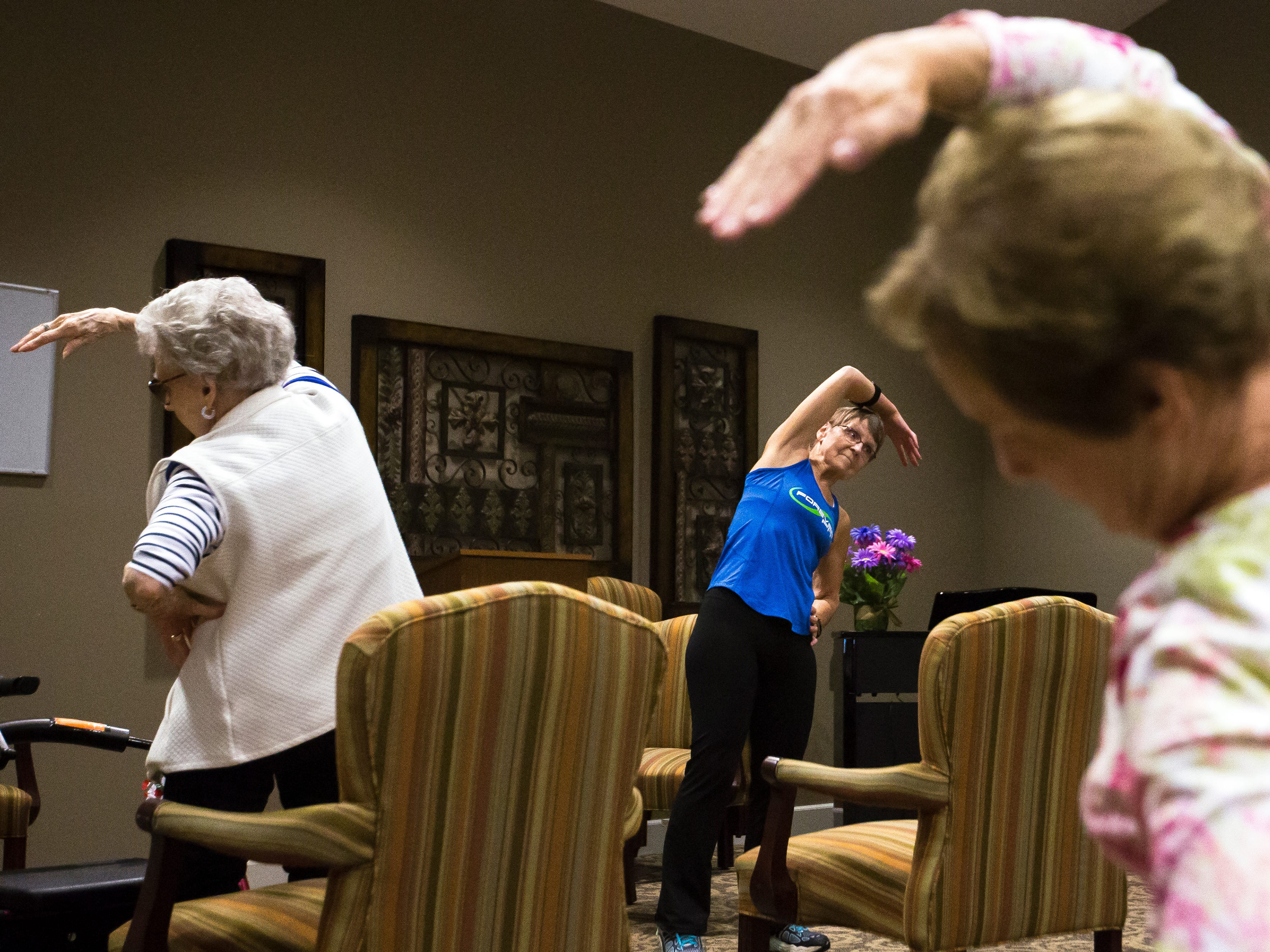 Betty Lou Sweeney trains elderly residents of the Brookdale assisted living facility in Stevens Point, Wis., Tuesday, Sept. 18, 2018. Sweeney volunteers to run the class on a weekly basis.