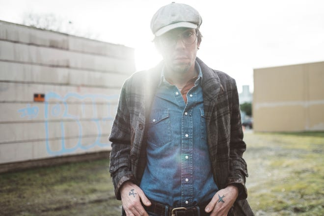 Singer-songwriter Justin Thomas Earle is in town on Friday night.