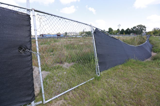 A chain link fence surrounded the halted Riverlife project Friday, September 14, 2018, near the WOW on the riverfront in downtown Wausau, Wis. T'xer Zhon Kha/USA TODAY NETWORK-Wisconsin