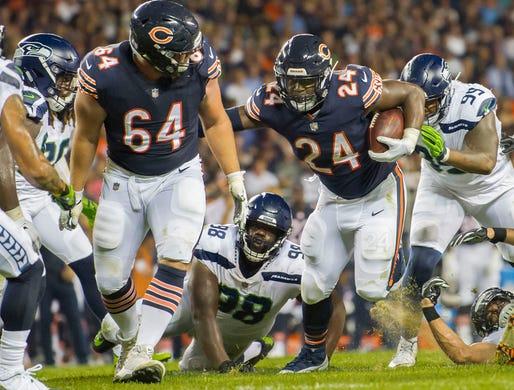 Chicago Bears running back Jordan Howard runs the ball against the Seattle  Seahawks. 7282795b0