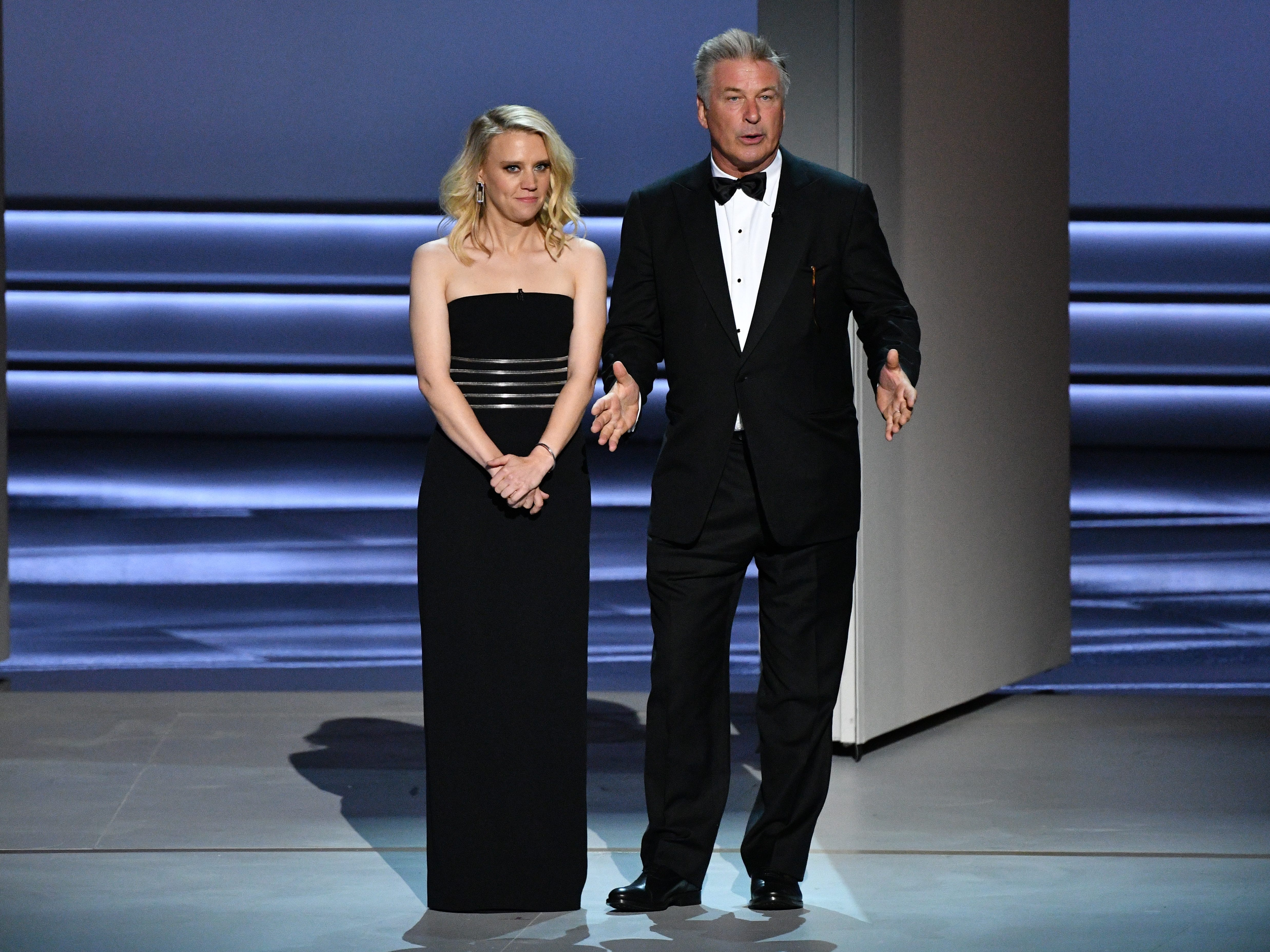 Kate McKinnon and Alec Baldwin talk during the show.
