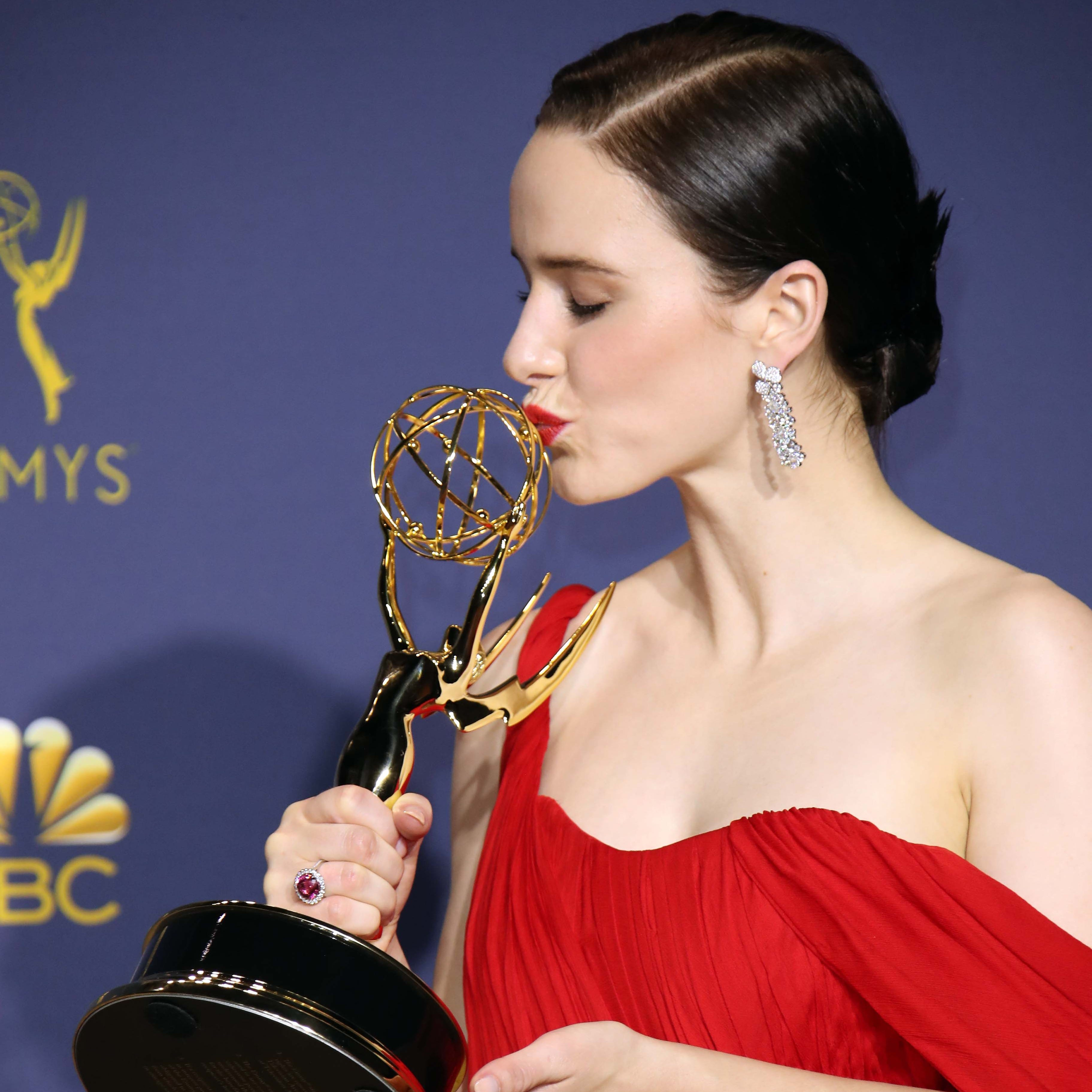 """Rachel Brosnahan gives her Emmy a smooch after winning lead comedy actress for """"The Marvelous Mrs. Maisel."""""""