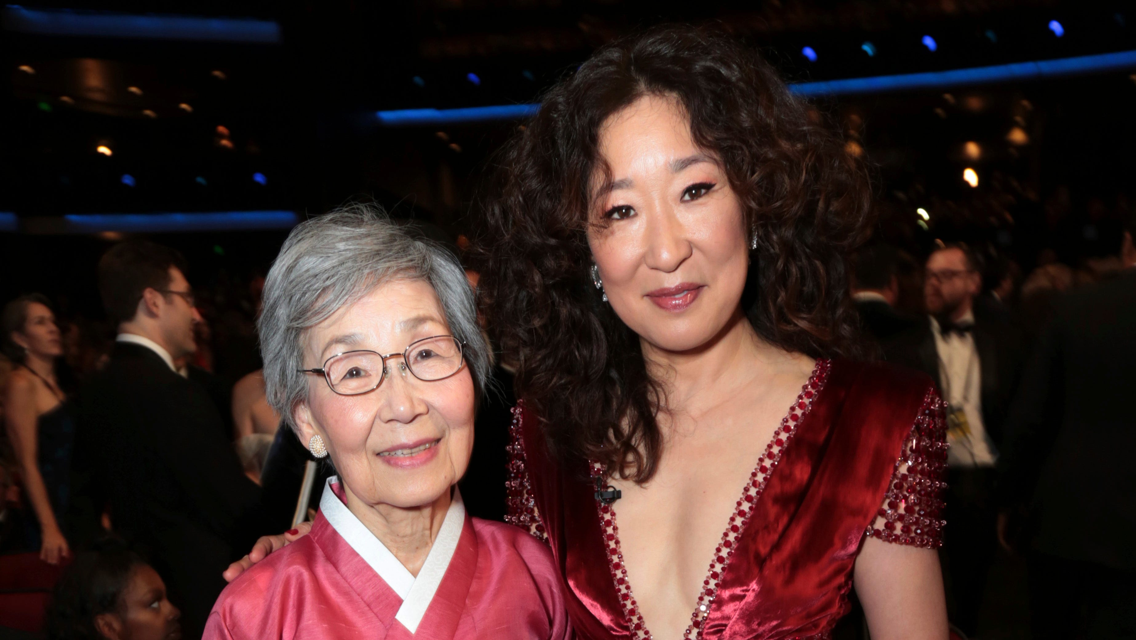 Sandra Oh poses with her mom, Young-Nam Oh, at the Governor's Ball.