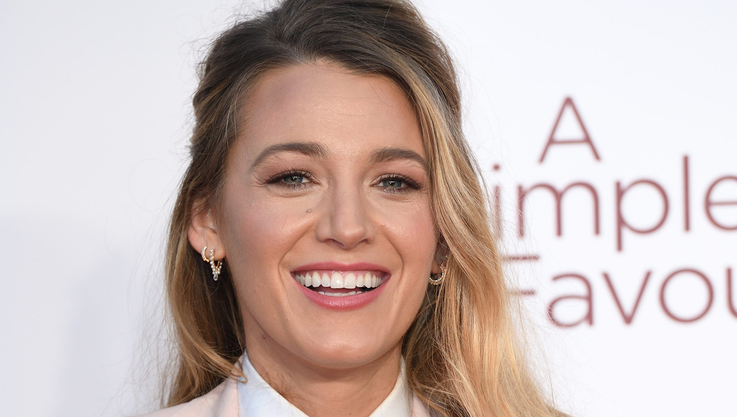 Blake Lively Shuts Down Double Standard In Robert Redford Pink Suit Andrew Smith Red Denim Merah 33