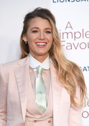 """Blake Lively wore a custom pink Ralph Lauren collection suitwith a gray tie to the London premiere of """"A Simple Favor."""""""