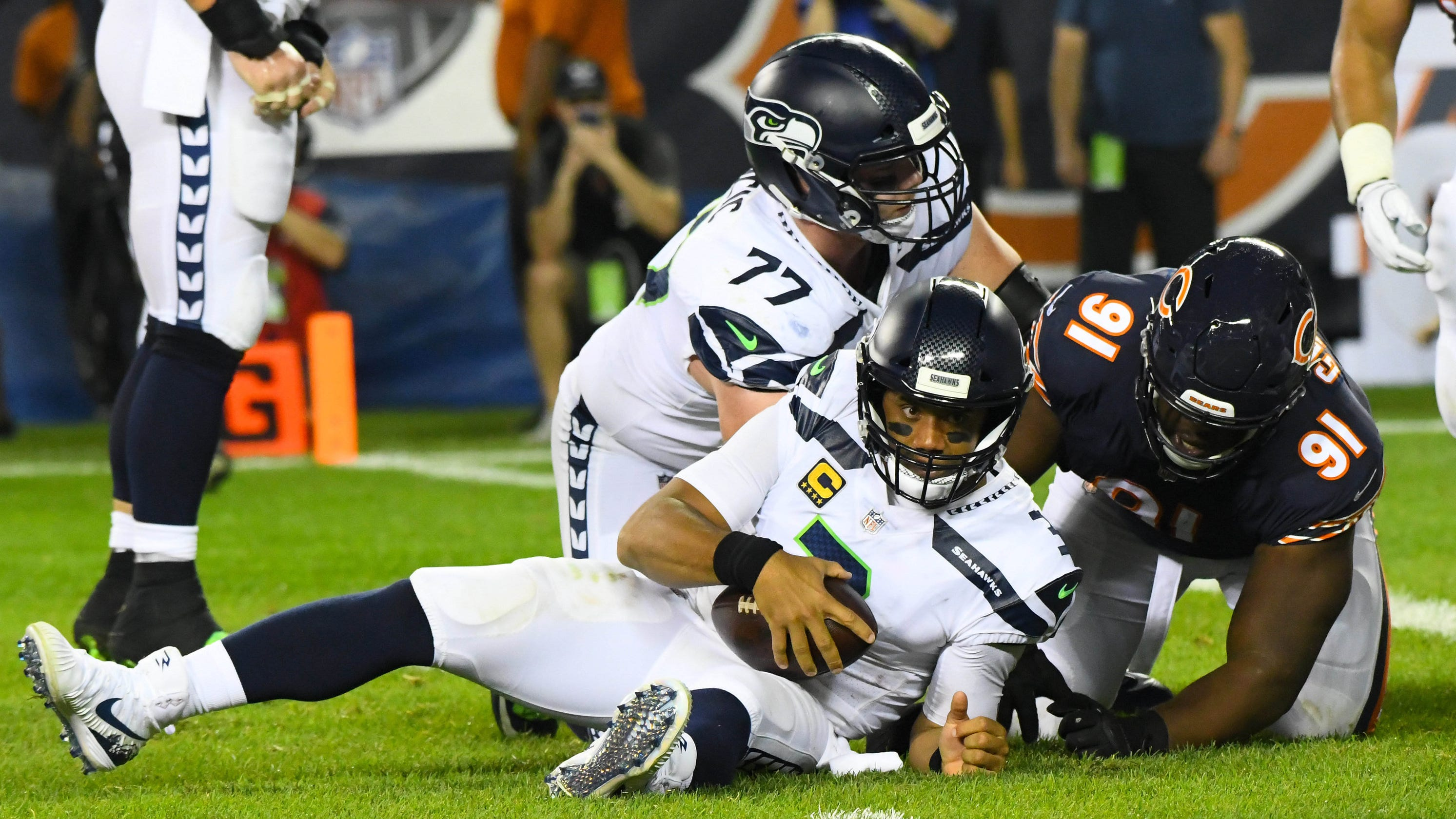 9f3dac0a8 Chicago Bears rough up Russell Wilson