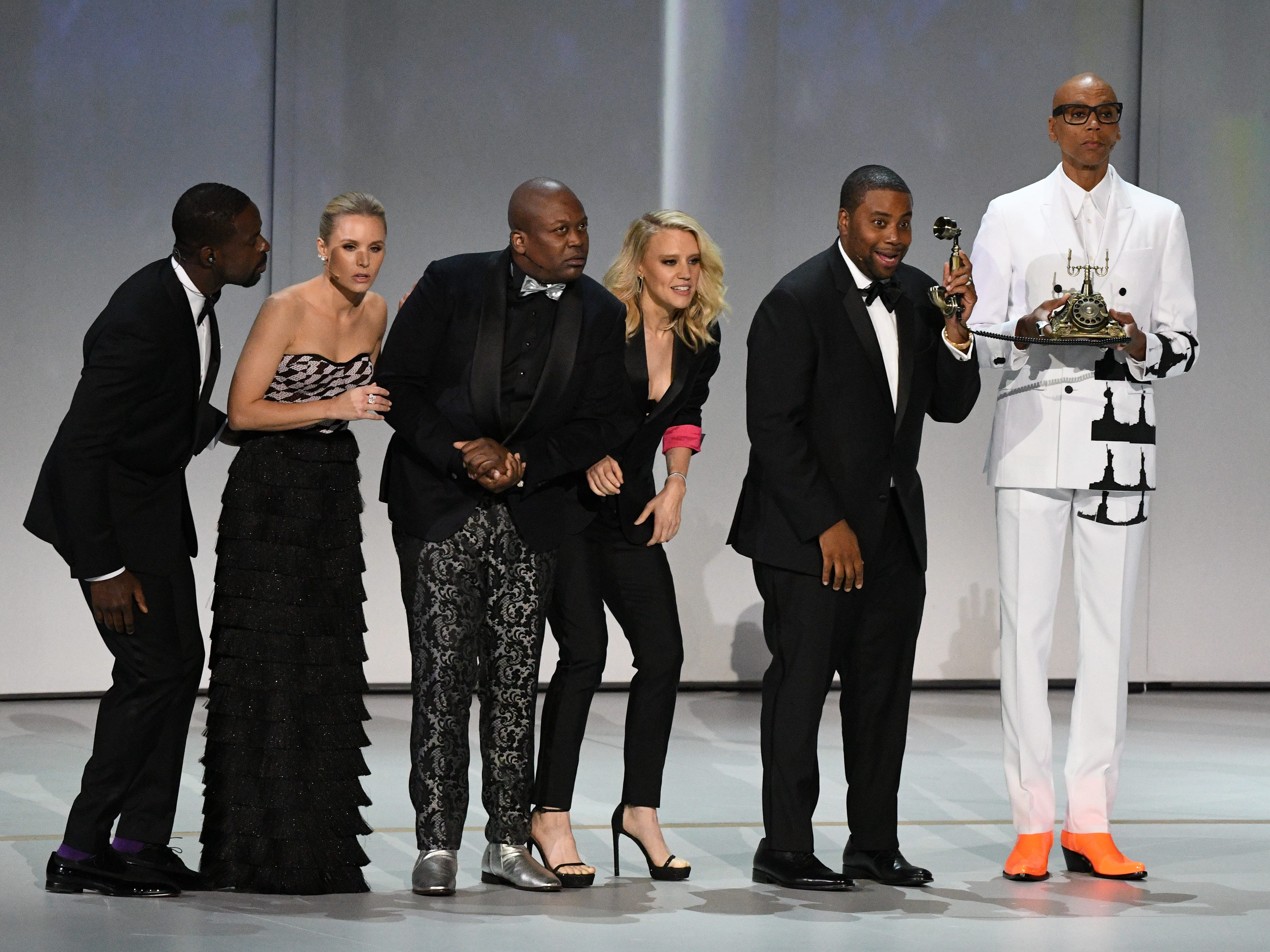 """Sterling K. Brown, Kate McKinnon, Tituss Burgess, Kristen Bell, Kenan Thompson and RuPaul Charles perform """"We Solved It"""" during the show opening."""