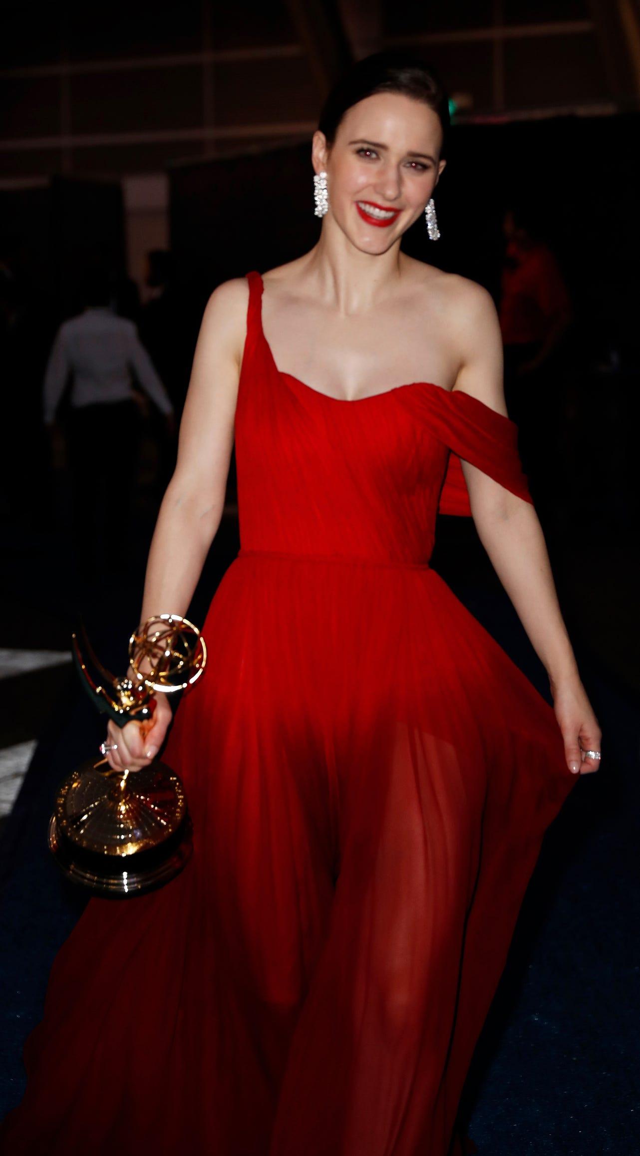 Rachel Brosnahan strolls along with her Emmy.
