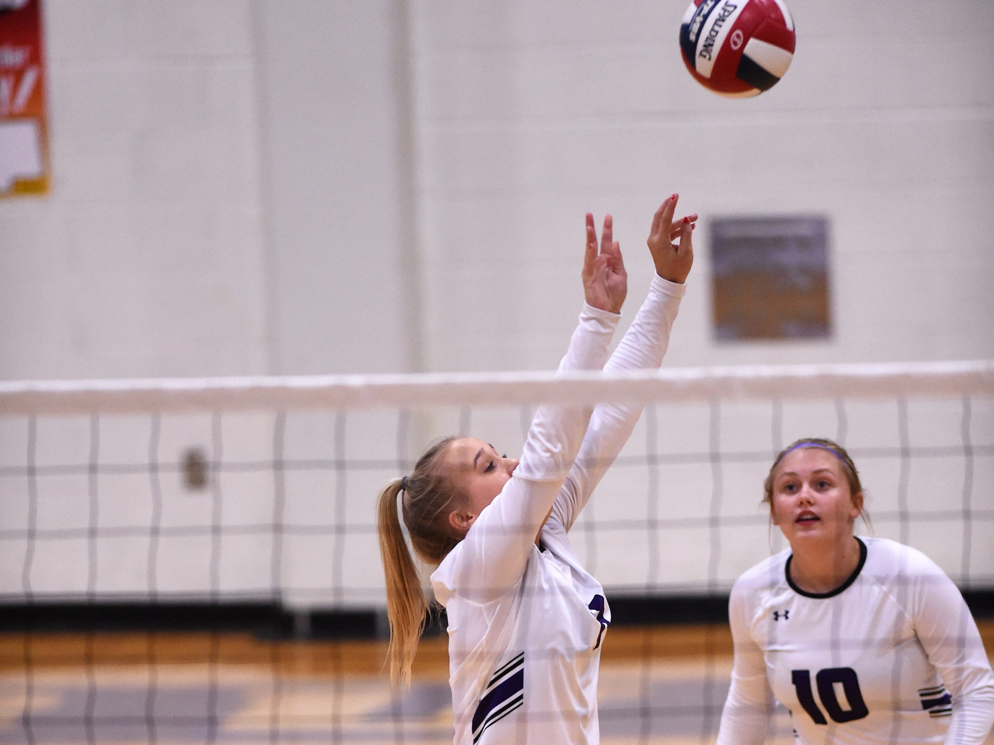 Wylie's Lexie Miller (11) sets a pass during the Lady Bulldogs' sweep of Big Spring on Tuesday, Sept. 18, 2018.