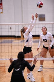 Wylie's Lexie Miller (11) sets a pass during the Lady Bulldogs' sweep of Big Spring.