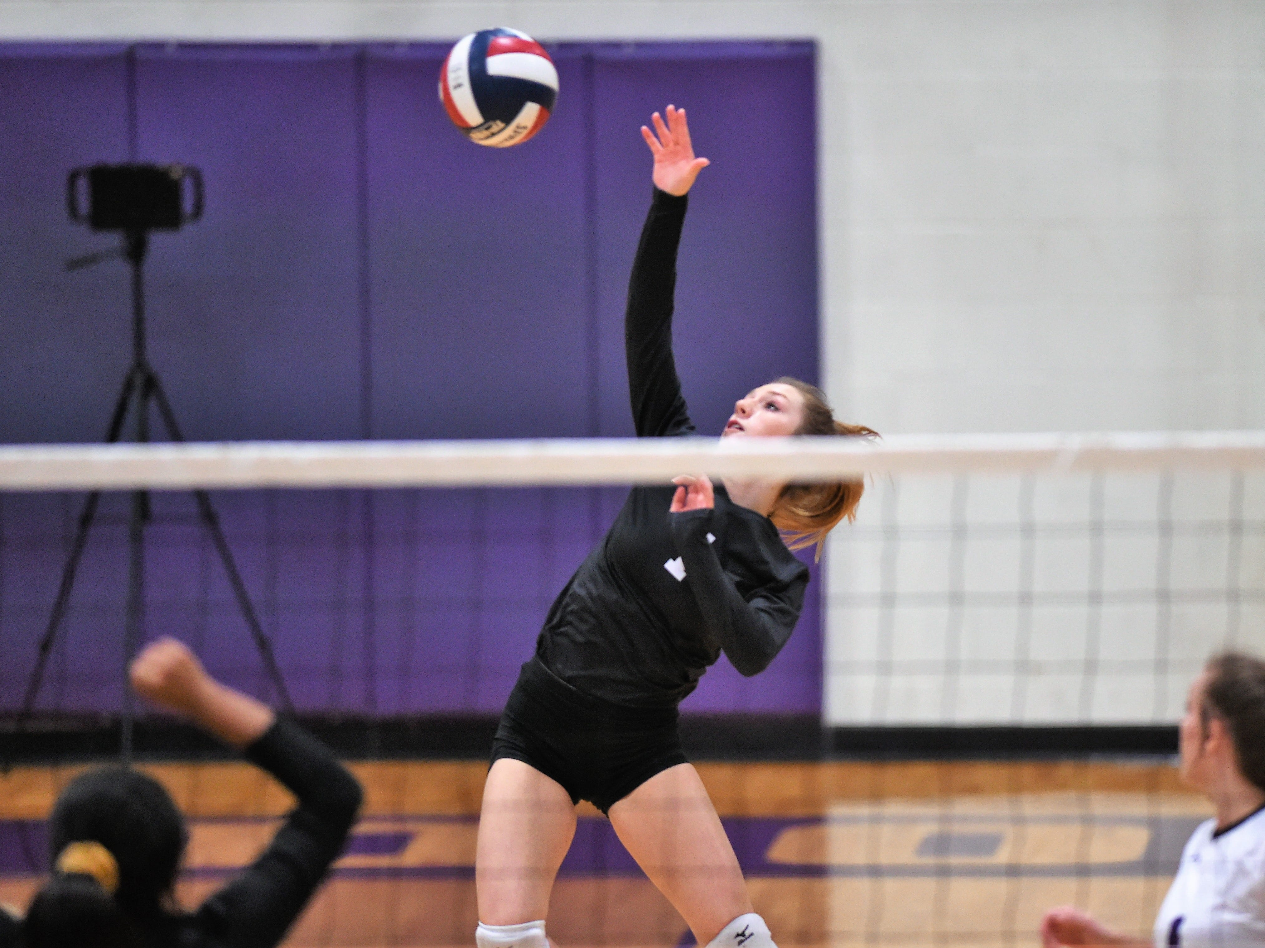 Wylie libero Pierson Sanders (1) hits the ball during the Lady Bulldogs' sweep of Big Spring on Tuesday, Sept. 18, 2018.