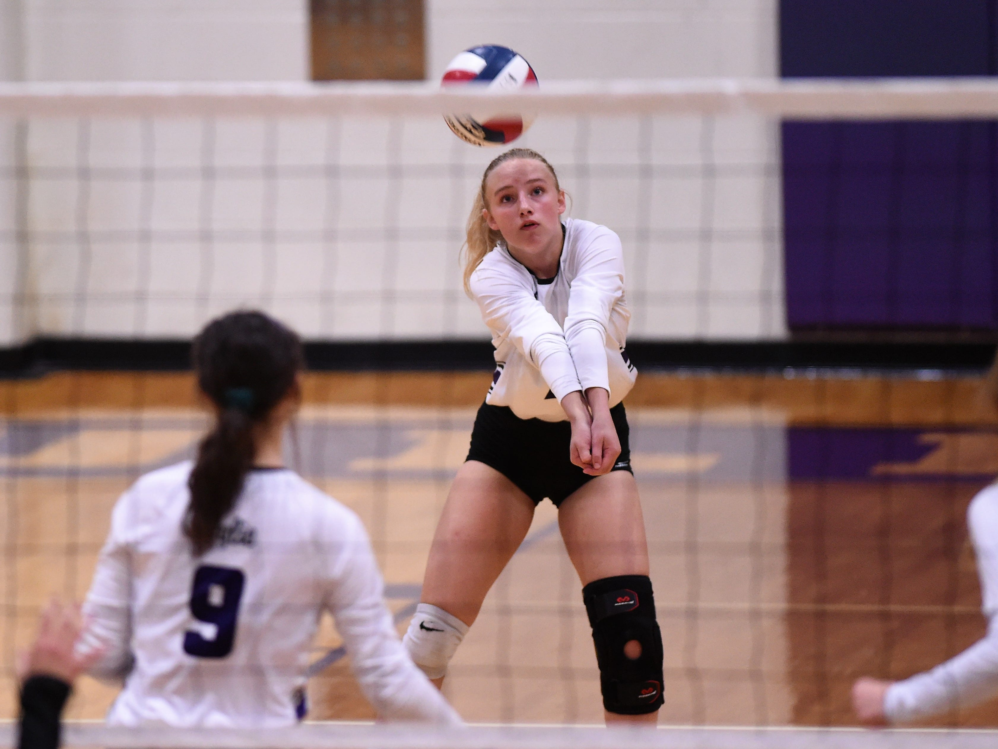 Wylie's Rylie Hays (7) bumps a pass during the Lady Bulldogs' sweep of Big Spring on Tuesday, Sept. 18, 2018.