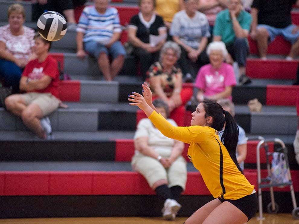 Colonel Crawford's Izzie Stalter prepares to receive the ball.