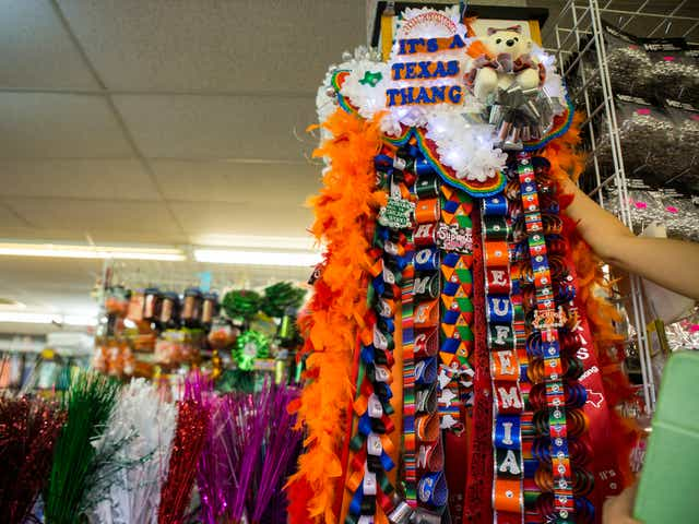 This Is What Every Texas Highschooler Wants On Their Homecoming Mum