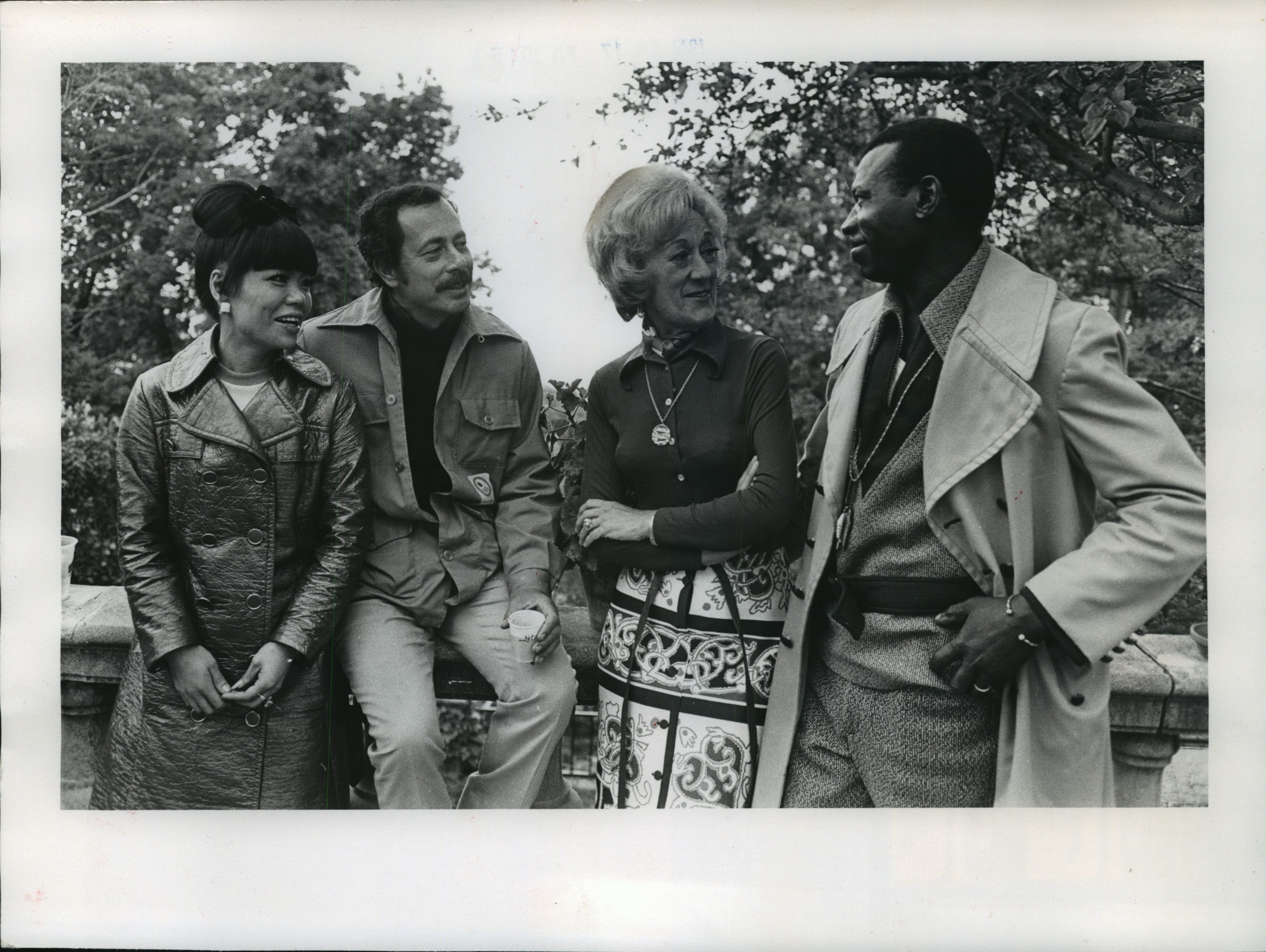 1972: At Villa Terrace, Warrington Colescott (second from left) relaxes with Keiko Jones (left), pianist Marian McPartland and drummer Elvin Jones. Elvin Jones and McPartland were in Milwaukee to perform with their jazz ensembles.