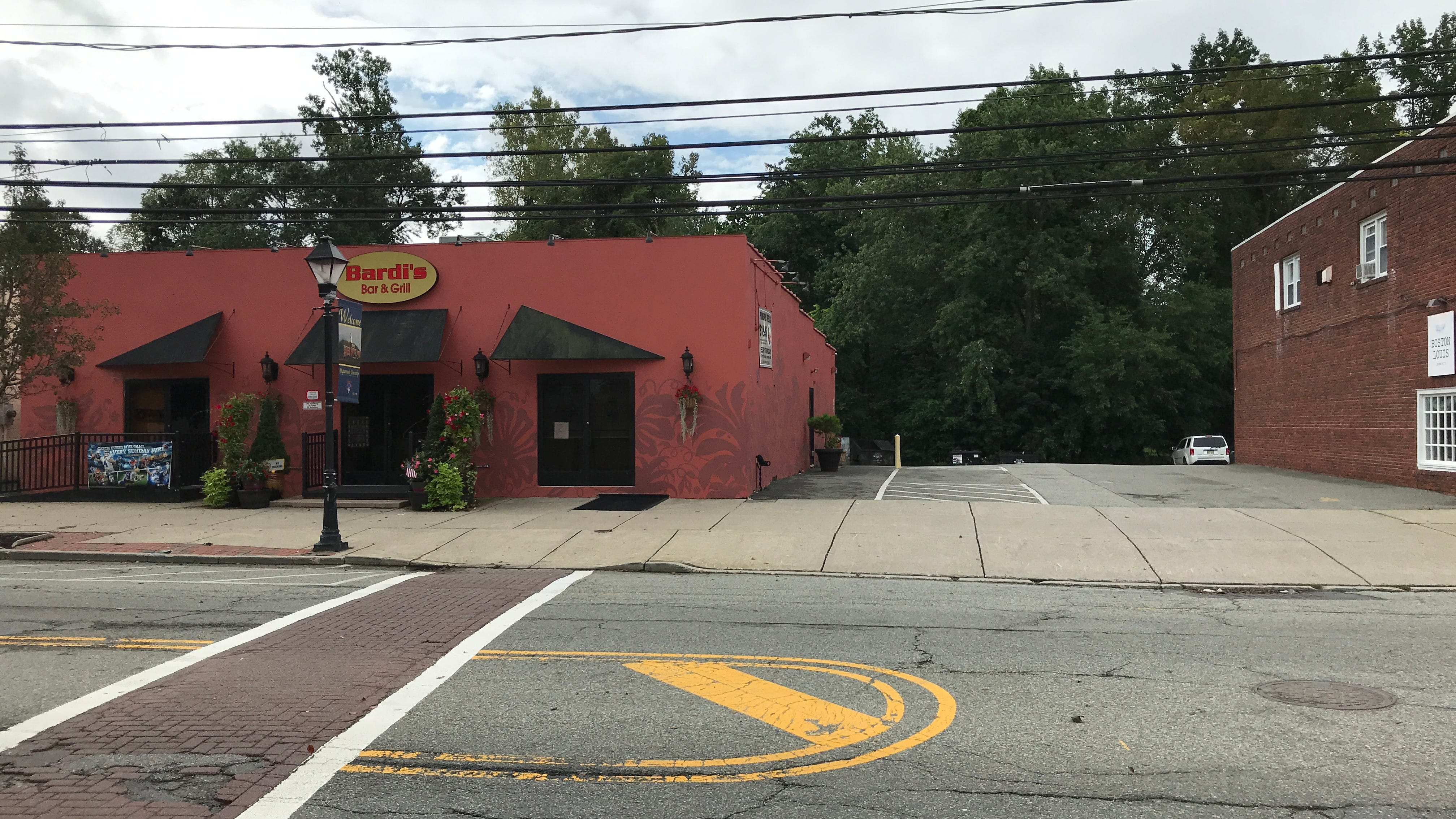 Bardi's Bar and Grill in Pequannock to add outdoor dining patio