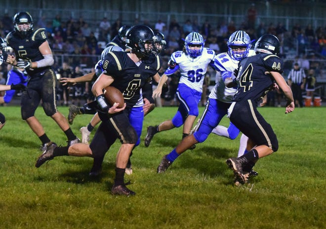 Buffalo Gap's Carter Rivenburg looks for running room against Robert E. Lee during their Shenasndoah District football game on Tuesday, Sept. 18, 2018, at Buffalo Gap High School in Swoope, Va.