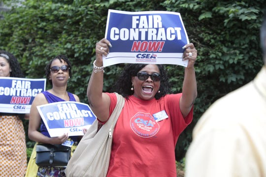 CSEA members demonstrate in front of the Westchester County office building in White Plains in 2016.