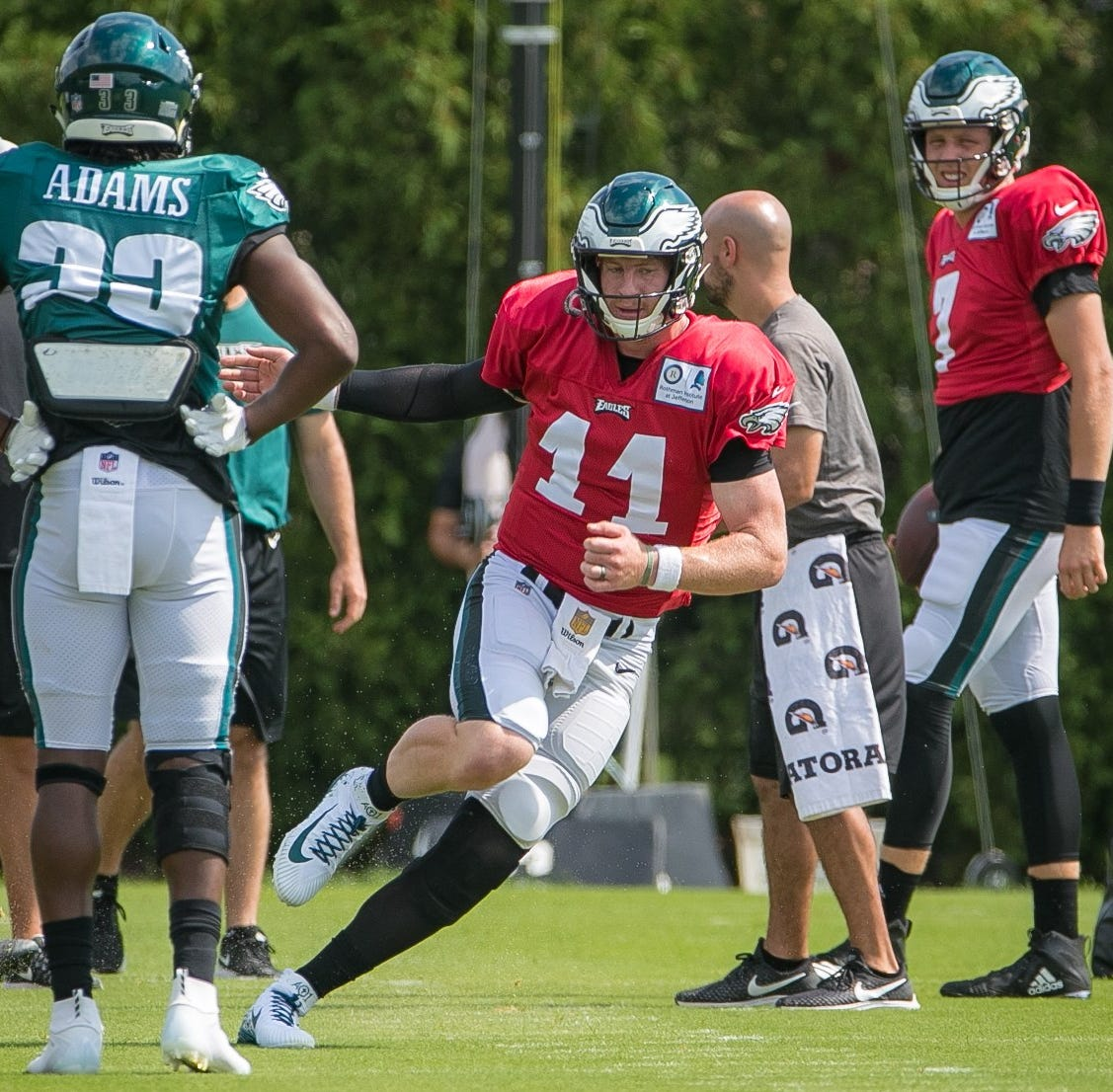 Eagles made right call in going slow with Carson Wentz's return, surgeons say