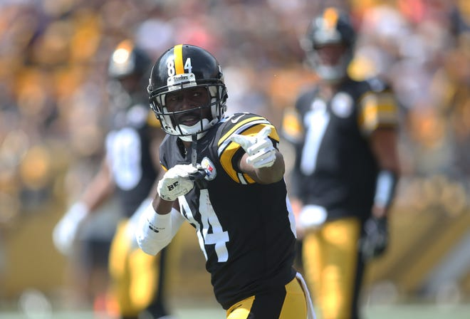 Pittsburgh Steelers wide receiver Antonio Brown (84) gestures at the line of scrimmage against the Kansas City Chiefs during the first quarter at Heinz Field.