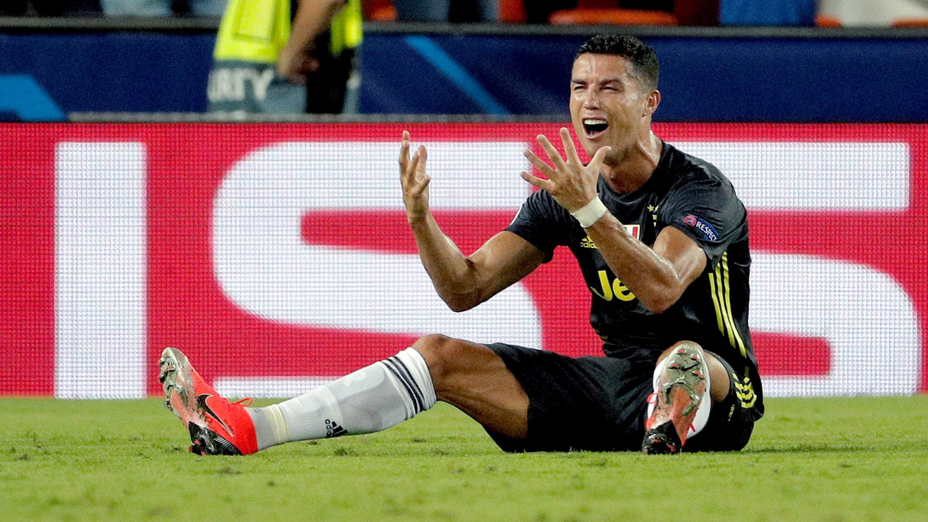 9fa85e7ed03 Ronaldo red card robs Champions League fans of Juventus-Man. U clash