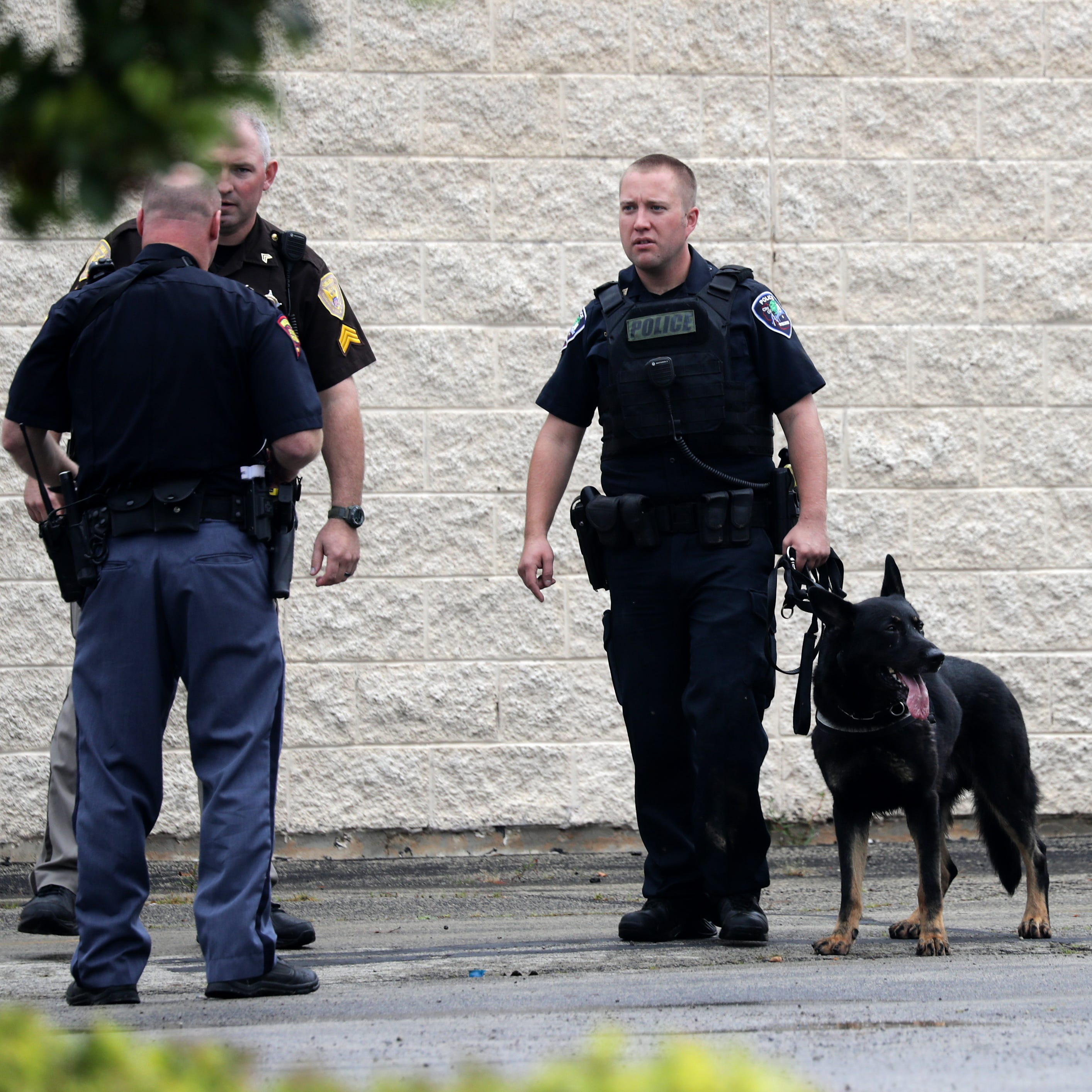 Polioce on the scene of a search that forced two schools to lock down near Calumet St. on Thursday, September 20, 2018, in Appleton, Wis.  Wm. Glasheen/USA TODAY NETWORK-Wisconsin.
