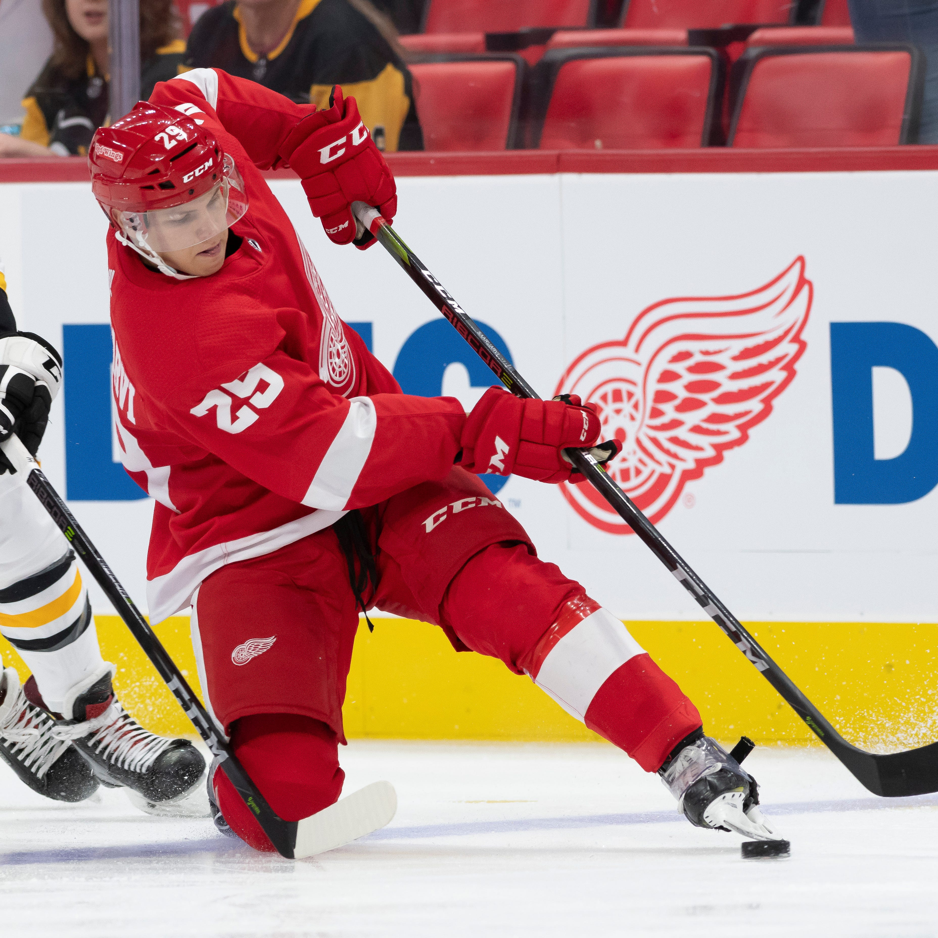 Rasmussen scores in OT to give Wings 3-2 victory over Pittsburgh