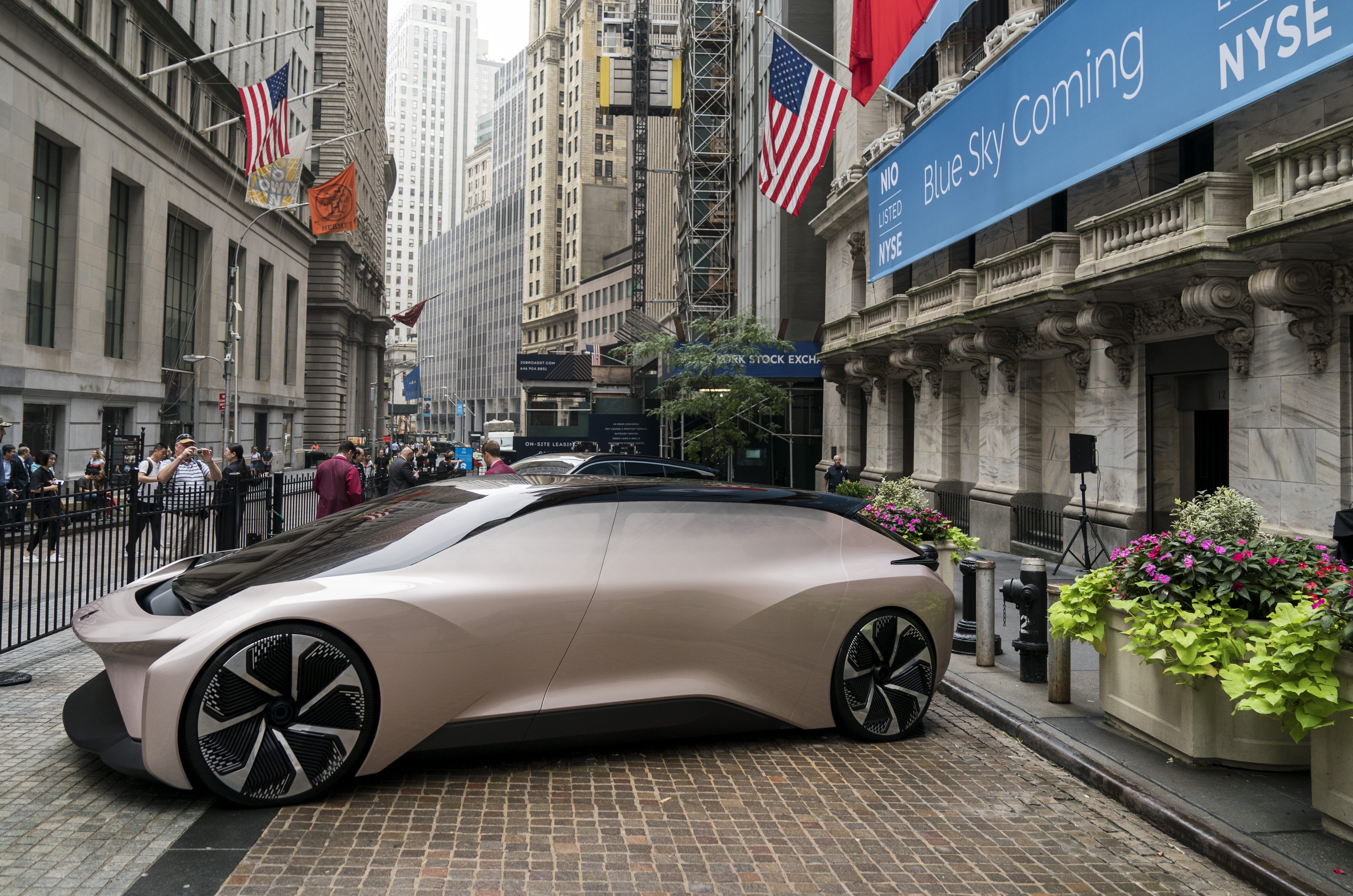 A vehicle from electric car maker NIO sits outside of the New York Stock Exchange (NYSE), September 12, 2018 in New York City. The Shanghai-based electric car company opened for trading at $6 per share. (Photo by Drew Angerer/Getty Images)