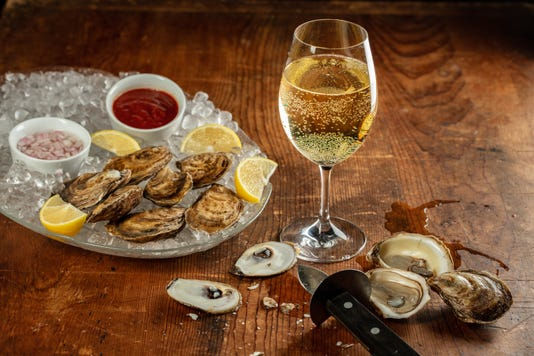 Skip The Cocktail Sauce These 5 White Wines Are The Ultimate Oyster Partners