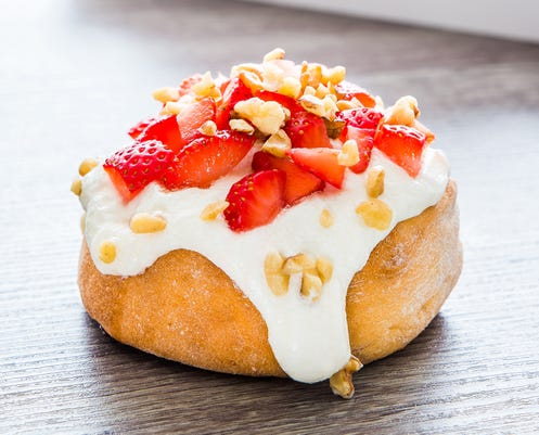Cinnaholic Roll Strawberries Cream Sqare