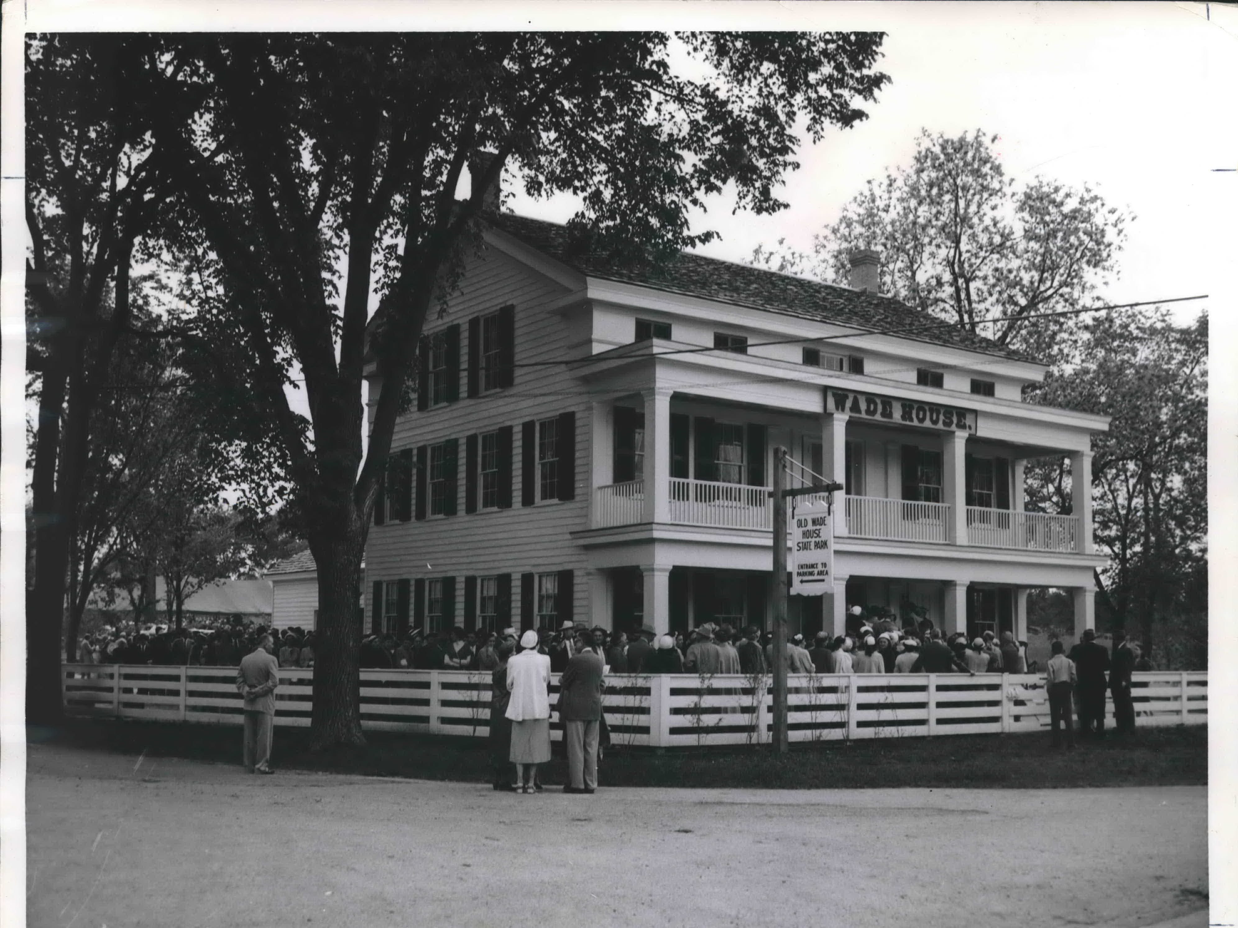 1953: Carl Sandburg spoke on Dedication Day at Old Wade House in Greenbush, Wisconsin.