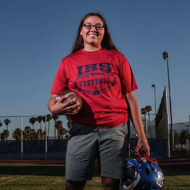 She's a high school linebacker and a world-class singer: The many talents of Indio's Dakota De La Torre