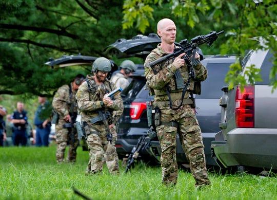 Agentes del FBI toman posiciones en el lugar donde se produjo un tiroteo en el condado de Harford (Maryland, EE.UU),