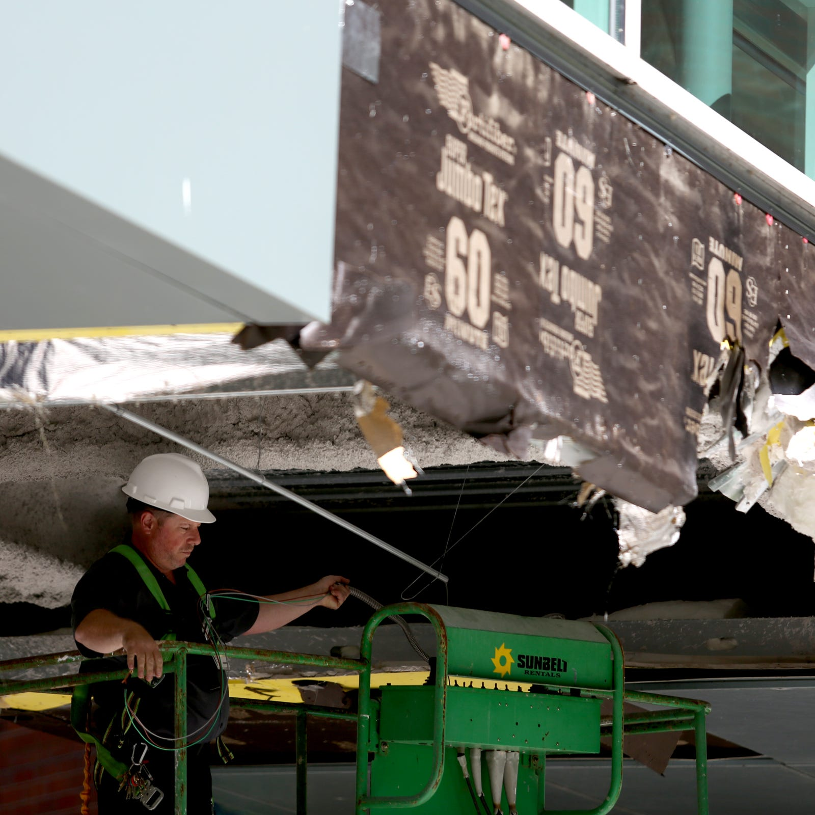 Truck hits Salem Hospital's skybridge, causes 'cosmetic' damages