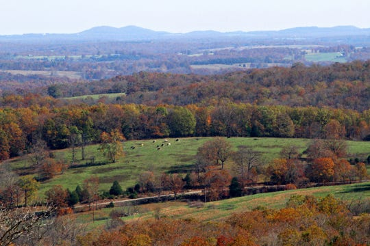A southward view from the Glade Top Trail.