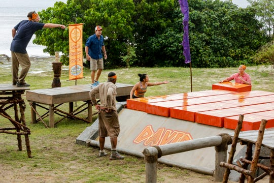 Jeff Probst watches FAMU professor Christian Hubicki, Davie Rickenbacker, Bi Nguyen and Elizabeth Olsen compete in a challenge.