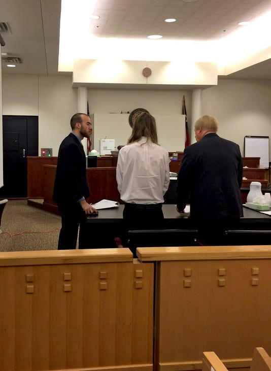 Lott converses with his attorneys