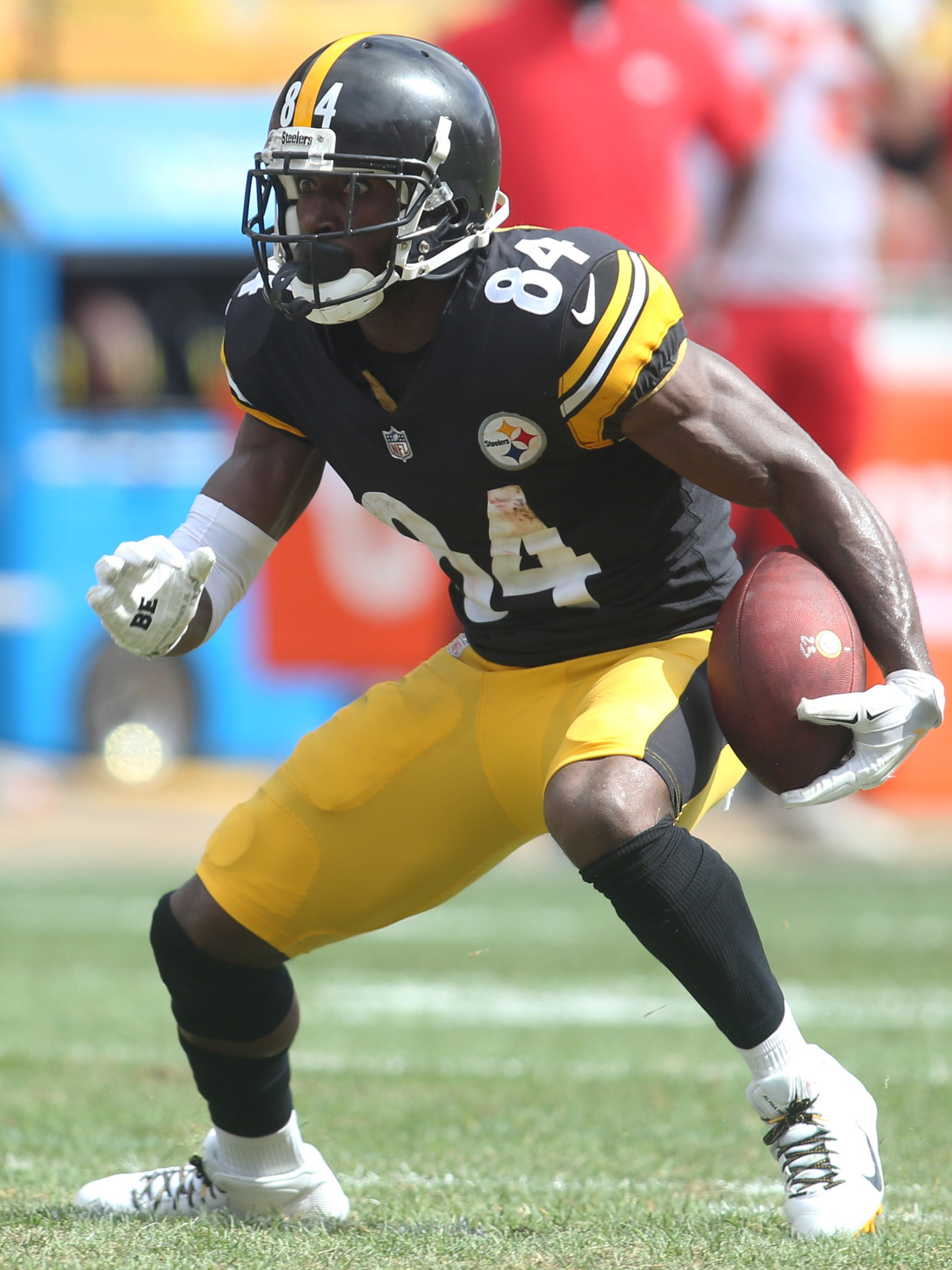 Pittsburgh Steelers wide receiver Antonio Brown (84) runs after a catch against the Kansas City Chiefs during the second quarter at Heinz Field.