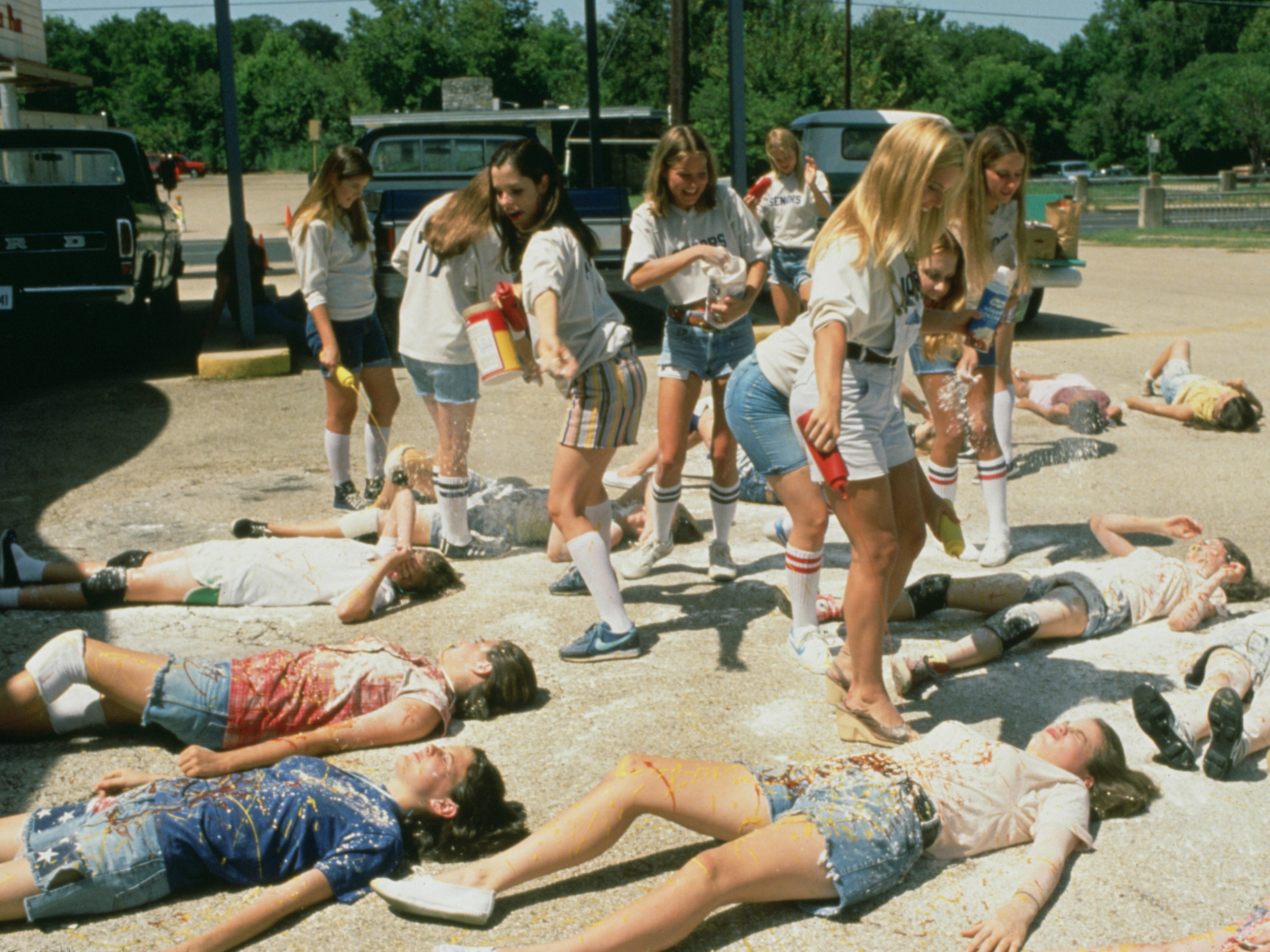 Parker Posey as senior Darla (standing far left in circle) in 'Dazed and Confused.'