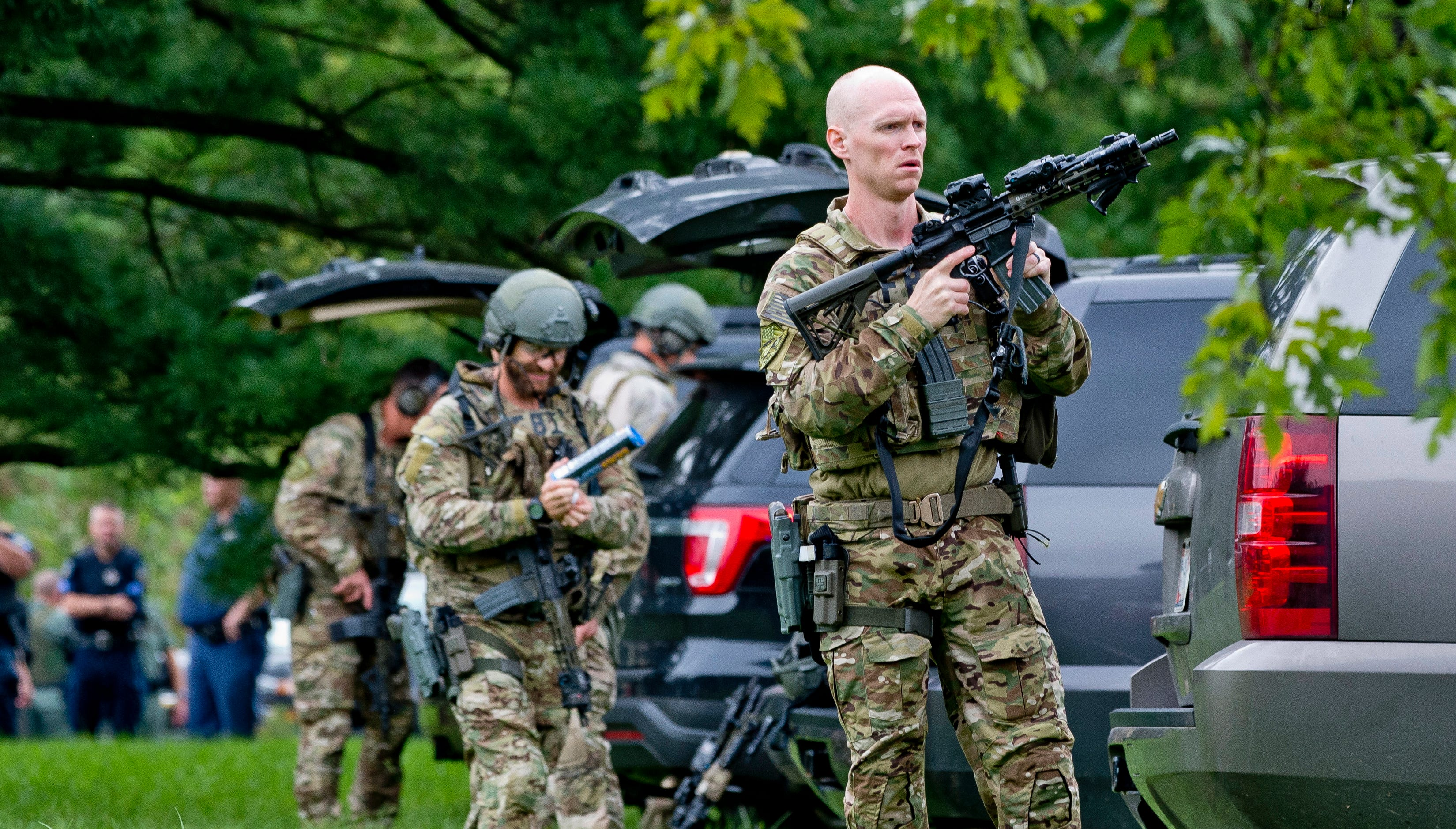 FBI tactical agents prepare as police search for a gunman who fled the scene of a shooting at a Rite Aid Distribution Center in Aberdeen, Maryland, USA, Sept. 20, 2018.