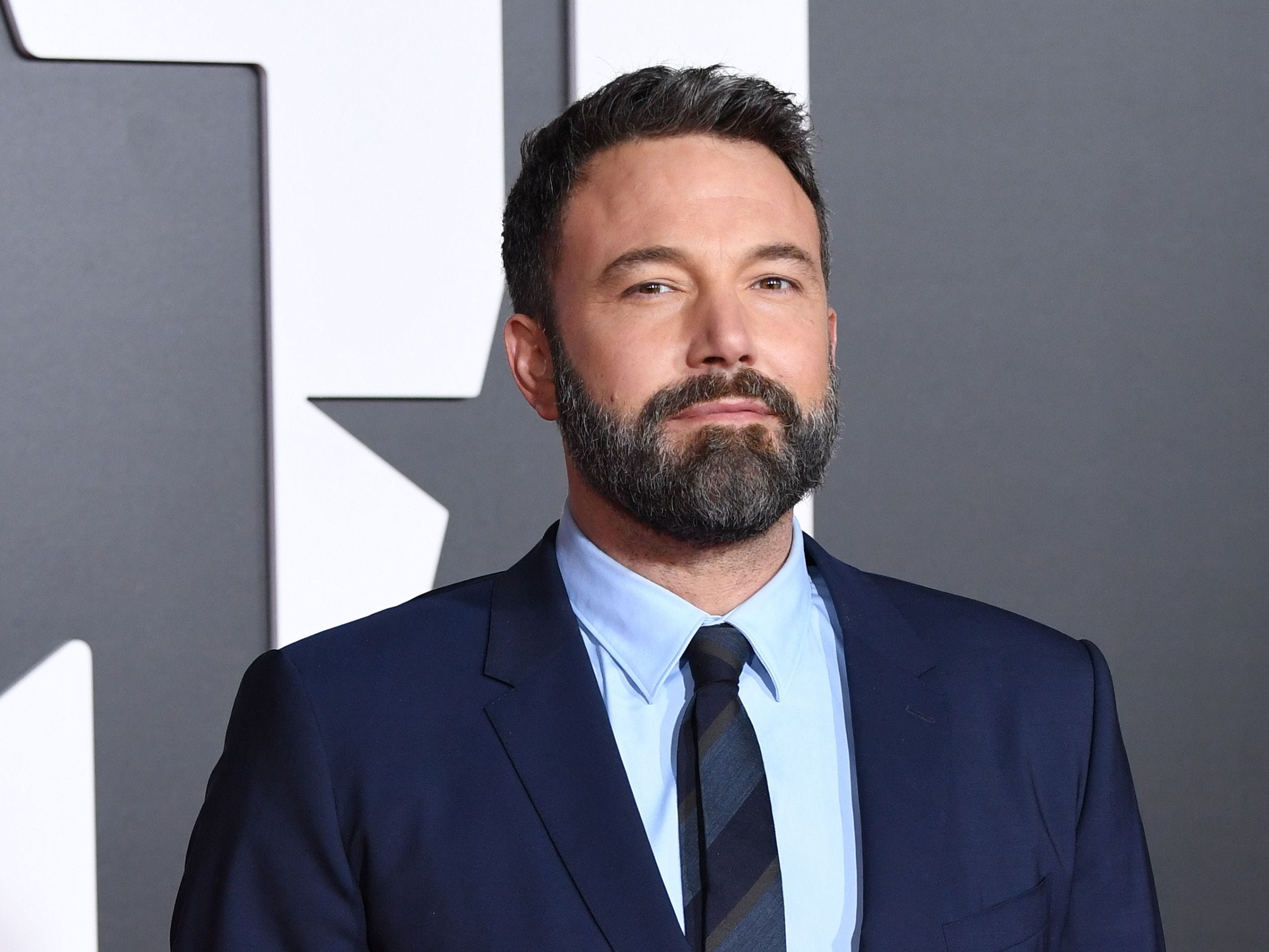 US actor Ben Affleck poses as he arrives for the world premiere of Warner Bros. Pictures film 'Justice League' at The Dolby Theatre in Hollywood, California on November 13, 2017. / AFP PHOTO / Robyn BeckROBYN BECK/AFP/Getty Images ORIG FILE ID: AFP_U91FZ