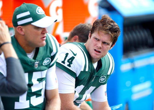 Jets quarterback Sam Darnold, right, talks to veteran backup Josh McCown during second half of their Week 2 game vs. Miami.